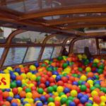 De ballenbakboot in met guilty pleasures